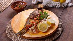 Lubina a la brasa con pimientos asados (Bas Mal Bahria Al'Meshwi) - Najat Kaanache - Receta - Canal Cocina