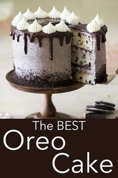 This Oreo Cake brings cookies and cake together for an amazing dessert! The crus… This Oreo Cake brings cookies and cake together for an amazing dessert! The crushed cookies in the buttercream are basically magic. Köstliche Desserts, Delicious Desserts, Dessert Recipes, Oreo Dessert, Dessert Food, Health Desserts, Plated Desserts, Chocolate Oreo Cake, Chocolate Recipes