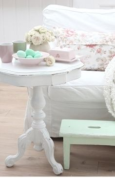 Cute table and step stool #shabbychic