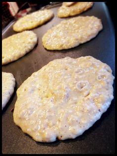 Pancakes banane avoine  Pour 16 pancakes  2 bananes très mûres (200 g environ) 120 g farine riz complet 80 g flocons avoine 1 càc bicarbonate de soude 1 càs vanille liquide (bio pour moi ; moins s'il s'agit d'extrait de vanille) ou 1 càc de cannelle 250 ml lait végétal  1 càs bombée sucre complet