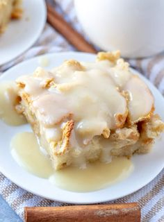 dripping sauce on bread pudding Bread Pudding Sauce, Best Bread Pudding Recipe, Pudding Recipes, Bread Puddings, Pudding Desserts, Köstliche Desserts, Best Dessert Recipes, Sweet Recipes, Delicious Desserts