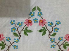 ponto reto - toalhabordado bargello o florentino ile ilgili görsel sonucu Simple Cross Stitch, Cross Stitch Borders, Cross Stitch Designs, Cross Stitch Patterns, Embroidery Stitches, Hand Embroidery, Kutch Work Designs, Bordados E Cia, Prayer Rug