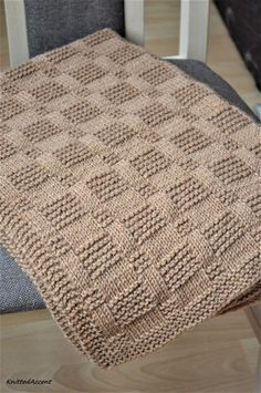Westport Blanket knitting pattern by Fifty Four Ten Studio. Quick and easy knitting pattern. Instructions for five sizes: XL blanket, large blanket, medium throw, small crib / lap blanket, baby blanket. Knit with super bulky yarn. With this pattern by Fif