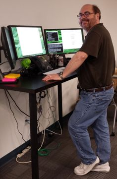 I'm a Stand Up Guy at 4INFO - Stand Up Desk!