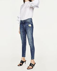 EMBROIDERED MID RISE JEANS