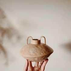 🛸 A super peachy flying saucer. What kind of aliens do you think it would carry? Or what type of flower - because let's be honest sometimes… Industrial Design Furniture, Industrial Interiors, Vintage Furniture, Ceramic Pottery, Ceramic Art, Pottery Art, 2017 Decor, Shutter Decor, Flying Saucer