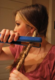 Fine Hair Tips ~ Split your hair into 2 sections. Twist your hair then wrap a ponytail around it so its secure and tight. Then take your hair straightener and straighten your twisted hair. You got your beachy wavy hair! Long Hairstyles, Pretty Hairstyles, Braid Hairstyles, Long Haircuts, Latest Hairstyles, Wedding Hairstyles, Hair And Beauty, Twisted Hair, Braided Hair