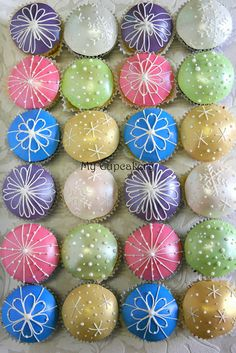 Christmas Bauble Cupcakes by meggs2518, via Flickr