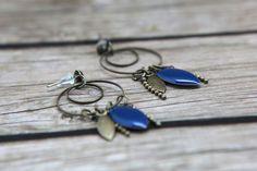 Boucle d'oreille bleu, anneaux et breloques