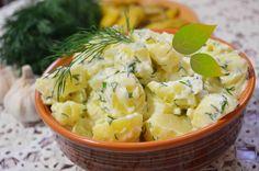 Ingrediente 1 kg cartofi albi, 1 legatura de patrunjel verde sau marar, 120 g unt cu 82 % grasime, sare, 2-4 catei de usturoi si 4-5 linguri de smantana Mod de preparare Cartofii in coaja se spala bine pana ramane coaja curate,apoi s epun la fiert cu tot cu coaja in apa cu sare. Se … Romanian Food, New Recipes, Potato Salad, Bacon, Appetizers, Potatoes, Unt, Vegetables, Ethnic Recipes