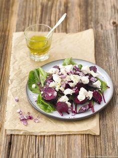 Salade de betteraves tièdes, feta et oignons rouges - Découvrez comment réaliser facilement une recette de salade de betteraves tièdes, feta et oignons rouges en suivant les étapes simples de notre préparation. Un délicieux plat qui plaira à tous !