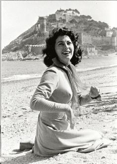 Ava Gardner in Spain Ava Gardner, Old Hollywood Stars, Vintage Hollywood, Classic Hollywood, Hollywood Beach, Hollywood Icons, Hollywood Glamour, 1950s Movie Stars, Show Boat