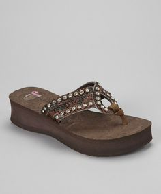 No sunny-weather wardrobe is ever complete without the unbeatable comfort of the flip-flop. This pair takes a favorite look to fashionable new heights with a platform wedge and wide, embellished straps.Includesflip-flopsand carry bag1.75'' heel with 1.25'' platformMan-made upper