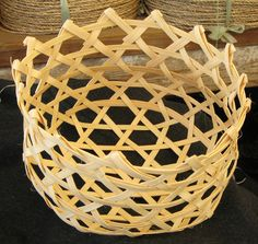 Large Shaker Cheese Basket by Ochobu on DeviantArt - Modern Bamboo Weaving, Willow Weaving, Weaving Art, Basket Weaving, Tread Art, Cheese Baskets, Bamboo Lamp, Big Basket, Craft Packaging