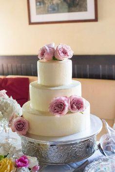 Pièce montée 2017  Un adorable petit gâteau de mariage aux roses fraîches et fraîches! {Palm Beach Photography I