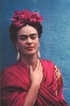 Frida Kahlo's work featured at Bronx Botanical Garden - NY Daily News...She's beautiful, and so is her living painting...