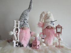 Škriatkovia , Vianočné dekorácie | Artmama.sk Christmas Crafts To Make And Sell, Xmas Crafts, Pink Christmas Decorations, Valentine Decorations, Diy Christmas Tree, Christmas Gnome, Arts And Crafts Box, Craft Show Ideas, Miniature Crafts