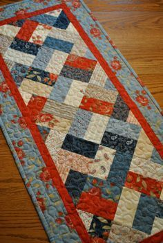I love this! Prairie Paisley Patchwork Tablerunner.. Patchwork Table Runner, Table Runner And Placemats, Table Runner Pattern, Quilted Table Runners, Fabric Placemats, Small Quilts, Mini Quilts, Quilt Modernen, Place Mats Quilted