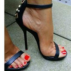 Shoespie Rivet Solid Color Stiletto Sandals