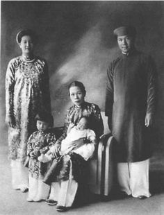 VietInfo - Vietnamese girl graceful tunic with history