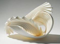 これが紙!?あまりに美しい曲線とグラデーションが表現された立体作品                                                                                                                                                                                 もっと見る