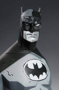 ART TOY Batman Black and White Mike Mignola statue by DC Direct