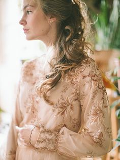 Photography: Anastasiya Belik (www.anastasiyabelik.com) | Dresses: Bluebells | Idea/Style: PEONY studio | Model: Evgeniya Frolova | more on www.bridetips.ru