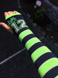 Gotta keep those hands/arms warm! & of course fashionable! Seahawks Game Day, Seahawks Super Bowl, Seahawks Gear, Seahawks Fans, Seahawks Football, Best Football Team, Seattle Seahawks, Football Season, 12th Man