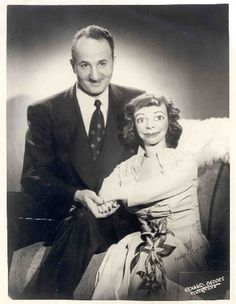vintage everyday: 33 Creepy Vintage Portrait Photos of Ventriloquists and Their Dummies Creepy Old Photos, Creepy Images, Creepy Pictures, Creepy Vintage, Vintage Halloween, Halloween Pics, Slappy The Dummy, Ventriloquist Dummy, Vintage Oddities