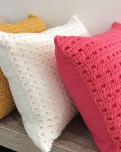 ideas knitting ideas for home decor free crochet Crochet Cushion Cover, Crochet Pillow Pattern, Crochet Cushions, Crochet Motif, Crochet Designs, Crochet Patterns, Crochet Home, Love Crochet, Crochet Crafts
