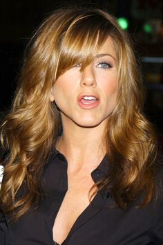 Jennifer Aniston Hairstyles - Celebrity Hair, The Rachel Jennifer Aniston Style, Jennifer Aniston Pictures, Jennifer Aniston Hair Friends, Jennifer Aniston Hair Color, Celebrity Hairstyles, Cool Hairstyles, Hairstyle Hacks, Style Hairstyle, Side Fringe Hairstyles