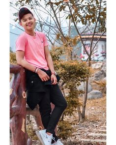tik tok magic : Every age people is on tik tok Cute Boys Images, Boy Images, Boy Pictures, Girl Photos, Cute Boy Photo, Photo Poses For Boy, Boy Poses, Portrait Photography Men, Photography Poses For Men
