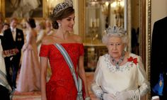 Já a rainha Letizia usou a tiara La Buena, que está na família real espanhola desde o casamento da rainha Victoria Eugenia com o rei Alfonso XIII, em 1906 POOL / REUTERS