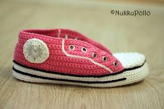 NukkuPöllö: Virkatut Marverse-tennarit OHJE Crochet Socks, Bichon Frise, Moccasins, Converse, Slippers, Flats, Knitting, Cute, Shoes