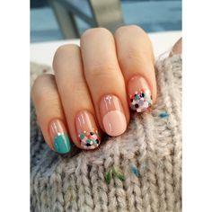 #니트 잡고 이쁘게 찍기 오랜만에 #도트 #도트네일 러블리하면서 손따뜻한여자느낌 #아리따움 #모디 #dotnail #nails #nail #fashion #beautiful #instagood #stylish #sparkles #styles #nailart #art #nailswag #instanails #uniStella #유니스텔라