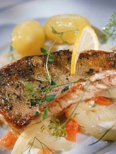 Trucha al horno Fish And Seafood, Sin Gluten, Diet Recipes, Salmon, Steak, Food And Drink, Dishes, Chicken, Angeles