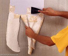 Usunięcie tapety ze ściany wcale nie jest tak skomplikowane, jakby się mogło wydawać. W zrób to sam pokazujemy 4 proste sposoby na usunięcie tapety ze ściany. Z nami zrobisz to sam!