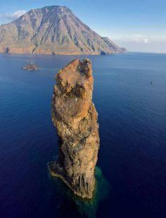 Filicudi, la canna Places In Italy, Places To Go, Palermo, Regions Of Italy, Italian Beauty, Sicily Italy, Southern Italy, Rome Travel, Catania