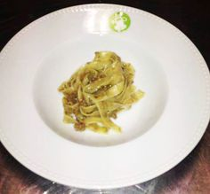 Tagliatelle di bianco vestite con spolverata di pinoli Spaghetti, Ethnic Recipes, Food, Meal, Essen, Noodle