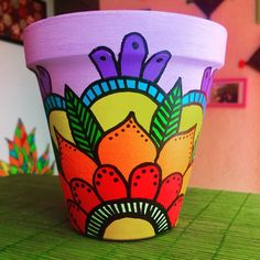 Best 12 Imagen relacionada – Page 412783122088196118 – SkillOfKing. Flower Pot Art, Flower Pot Design, Flower Pot Crafts, Clay Pot Crafts, Painted Plant Pots, Painted Flower Pots, Pottery Painting Designs, Pot Jardin, Diy Tumblers