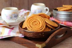 Murukku, an evening snack recipe made with rice flour and roasted chickpeas flour. Addictive South Indian snack that goes well with a cup of tea or coffee.