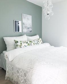 70 popular bedroom paint colors that make you feel comfy 61 Pastel Bedroom, Bedroom Wall Colors, Bedroom Green, Accent Wall Bedroom, Painting Bedroom Walls, Master Bedroom Design, Home Bedroom, Interior Design Living Room, Bedroom Decor