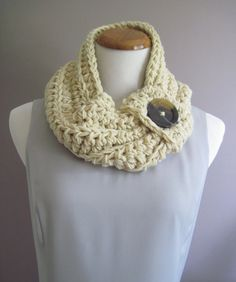 Chunky Bulky Button Crochet Neckwarmer Cowl por CrochetCluster
