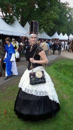 #Elfia #Arcen was top! Lees mijn verslag op http://www.young-adults.nl/news/medianieuws/3233-een-sprookjesachtige-dag-op-elfia-in-arcen