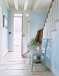 Looking for foyer design tips? Use a bright color in a foyer to invite guests into the home and play up a smaller space. See all of our foyer ideas! Foyer Design, House Design, Hallway Designs, Entrance Design, Cottage Design, Style Cottage, Entry Hall, White Rooms, Blue Rooms