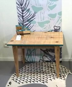 Pallet Tables Projects 45 Easiest DIY Projects with Wood Pallets, You Can Build - Wooden pallet coffee table on wheels looks a retro piece in design and shape. Pallet Furniture Designs, Wooden Pallet Furniture, Wooden Pallets, Pallet Wood, Pallet Boards, Small Woodworking Projects, Pallet Crafts, Diy Pallet Projects, Easy Diy Projects