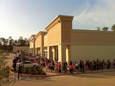 Trader Joe's mania jams The Woodlands: Scenes from an opening frenzy of grocery madness