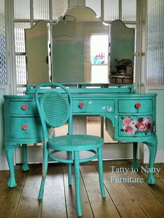 Turquoise vintage painted dressing table with decoupage pink roses, daisies and . - Turquoise vintage painted dressing table with decoupage pink roses, daisies and butterflies cut fro - Chalk Paint Chairs, Painted Chairs, Chalk Paint Furniture, Stag Furniture, Dressing Table Revamp, Retro Dressing Table, Repurposed Furniture, Shabby Chic Furniture, Vintage Furniture