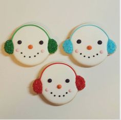 """Jessica Edwards on Instagram: """"Working on cookies tonight! I used @sweetsugarbelle's awesome tutorial for these little snowmen. :) #decoratedcookies #cookies #christmascookies #cute #customcookies #sugarcookies #yxe"""""""