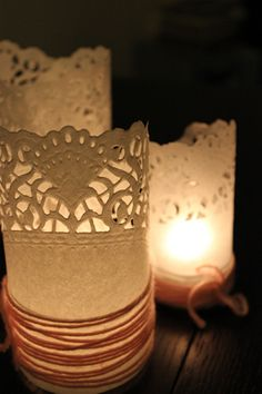 http://thebridenextdoor.fr/WordPress3/wp-content/uploads/2011/12/the-bride-next-door-photophore-napperon-papier-paper-doily-DIY-46.jpg